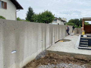 Küng Bodenbau GmbH, Thüringen, Vorarlberg, Tirol, Oberflächenbearbeitung, Beton- und Asphaltflächen im Innen- und Außenbereich, Gartenmauer